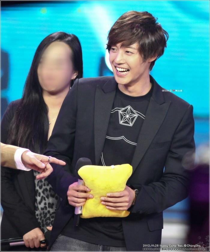 Kim Hyun Joong فى برنامج Happy Camp 574e9258d109b3de70416b9dccbf6c81810a4c4d